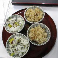 秋の味覚「きのこご飯」